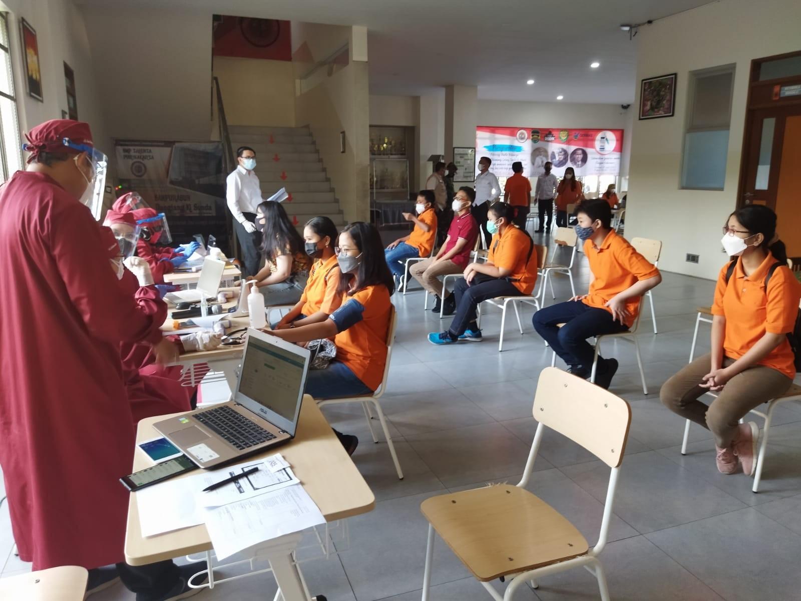 230 Siswa-siswi SMP Talenta Purwakarta Divaksin