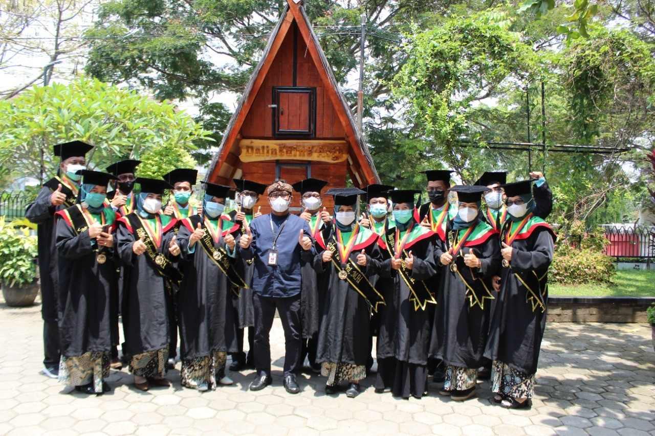 15 Mahasiswa Magister Hasil Kerjasama Disdik Purwakarta dan UPI Diwisuda