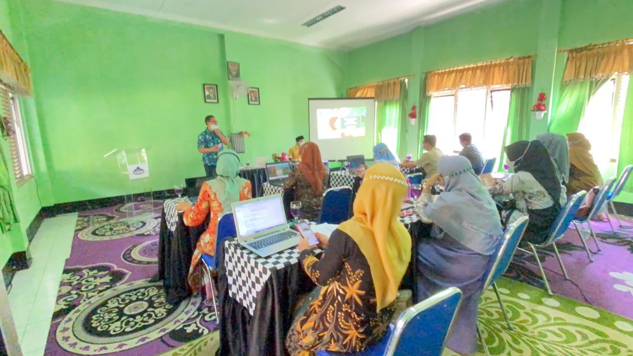 PKM UPI : Pendampingan Sekolah Menuju Kualitas Unggulan