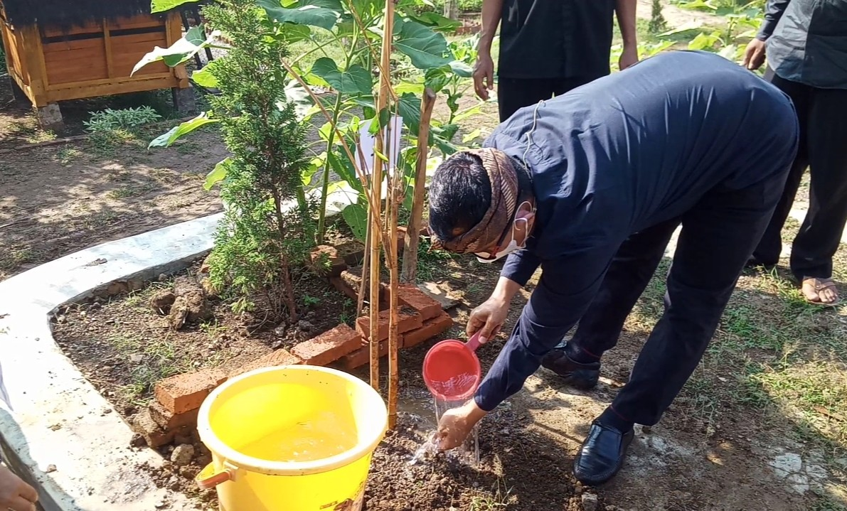 Purwanto :  Serentak, Hari Ini Semua sekolah Tanam Bambu