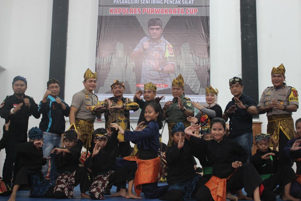 Lestarikan Budaya Lokal : Pasanggiri Seni Ibing Pencak Silat Kapolres Purwakarta Cup