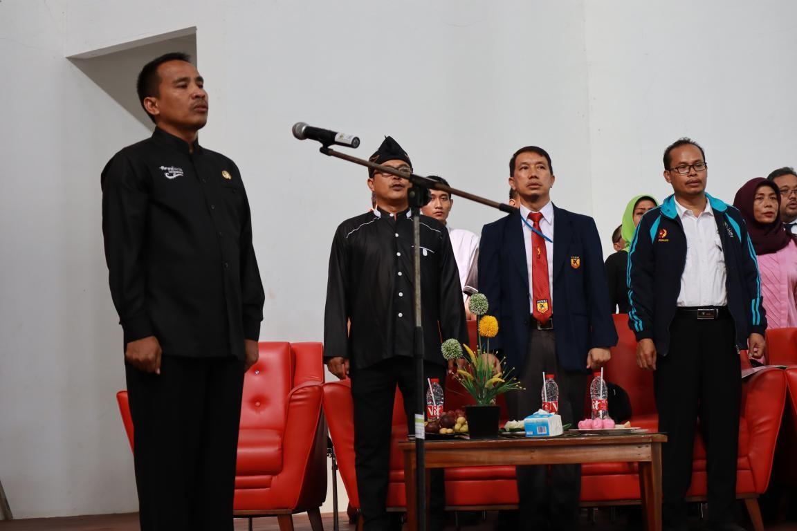 KADISDIK GALI POTENSI PESERTA DIDIK MELALUI CABANG KARATE